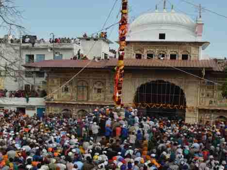 jhande-ji-fair-in-dehradun-532c58757edee_exlst